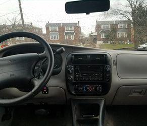 2000 Ford Explorer Thumbnail