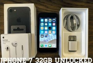 Iphone 7 UNLOCKED 32GB (Like New) Black for Sale in Arlington, VA