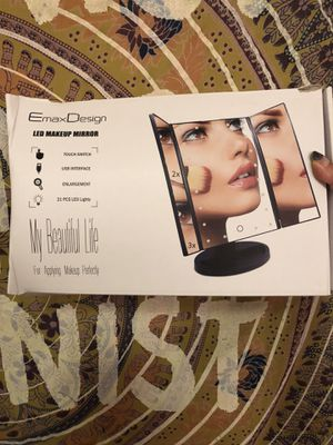 Vanity LED makeup mirror for Sale in Queens, NY