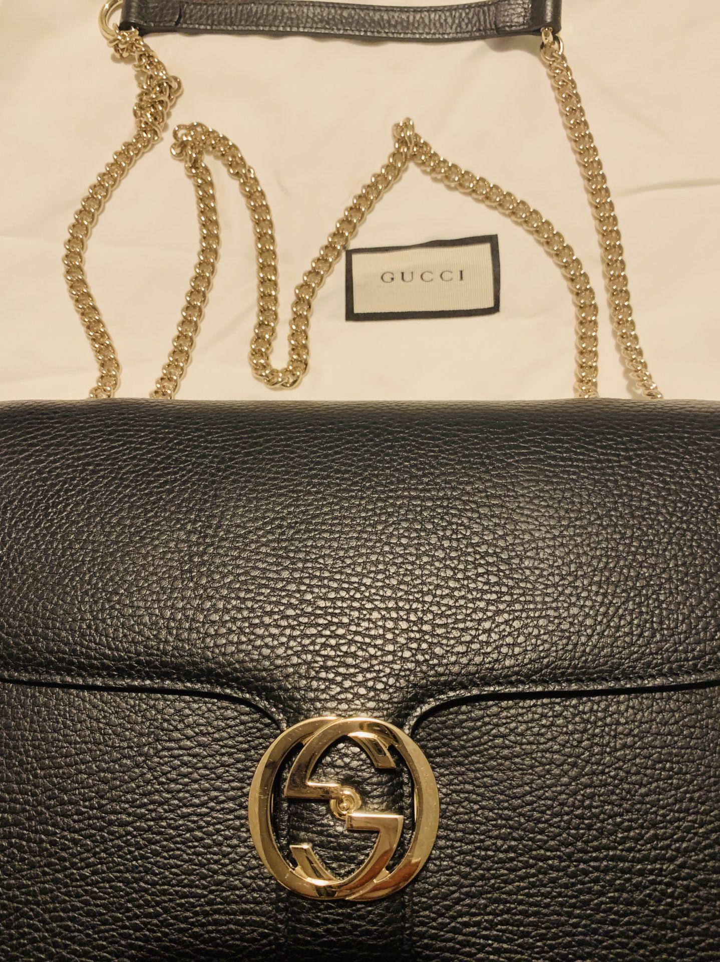 GUCCI Black Leather GG Interlocking Crossbody bag