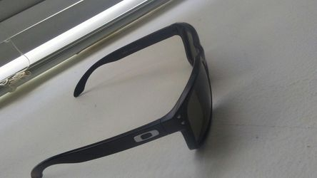Oakley Holbrook. Clean bought them but wanted ray bands. $50 Thumbnail