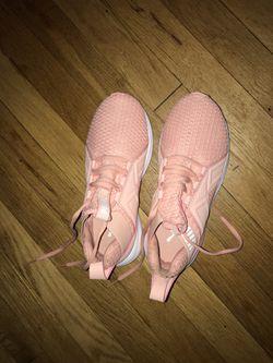 Women's Pink Pumas Size 6 Thumbnail
