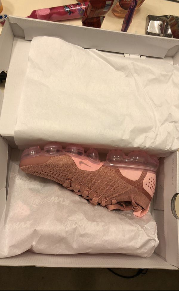 e6295da70a Rust Pink Vapormax Flyknit 2 for Sale in Charlotte, NC - OfferUp
