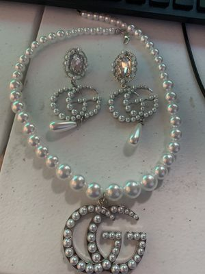 Pearl necklace and earring set for Sale in Houston, TX