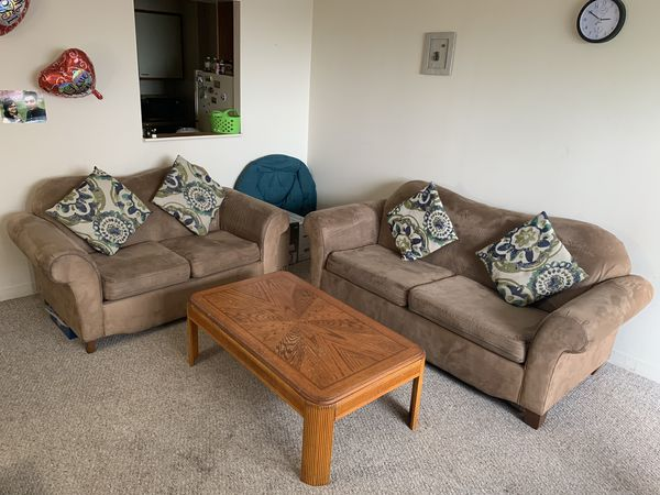 Awe Inspiring Two Sofa Set And Center Table Plus One Small Table For Sale In Hartford Ct Offerup Download Free Architecture Designs Scobabritishbridgeorg