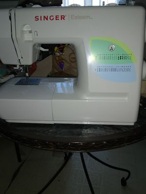Sewing machine with case for Sale in Fort Belvoir, VA