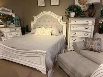 Realyn Chipped White Panel Bedroom Set 4-Piece Instock  Thumbnail