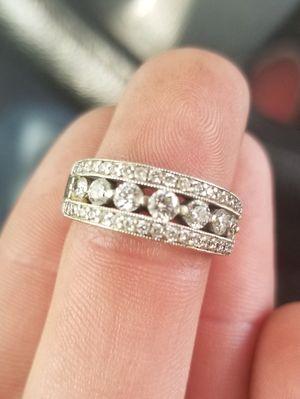 18k 750 real diamond ring for Sale in Modesto, CA