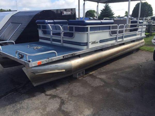 2000 weeres pontoon w/ sun deck 24�