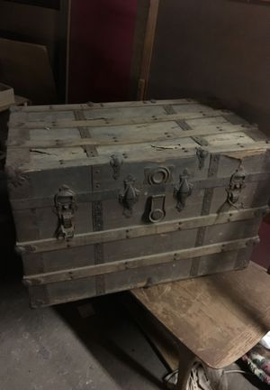 Antique trunk for Sale in Sanford, NC
