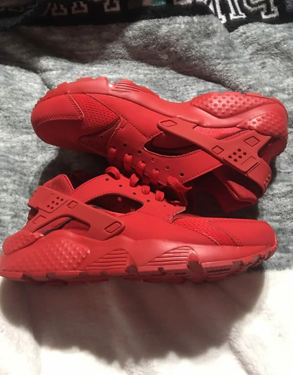 huge discount 1efef c7702 Nike Huarache Run Triple Red 6y for Sale in Waco, TX - OfferUp