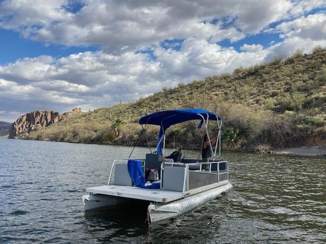 Photo 20 Foot Pontoon Boat