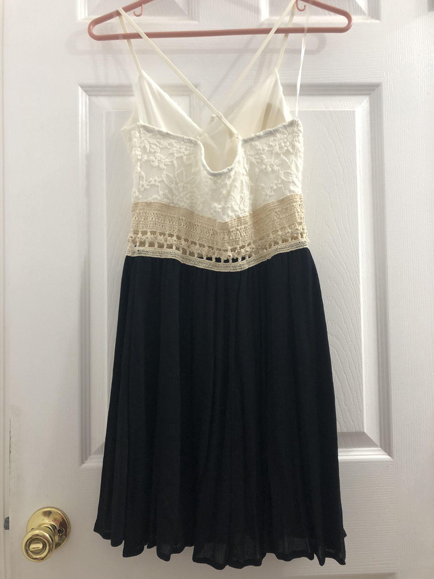 Lace dress (Small)