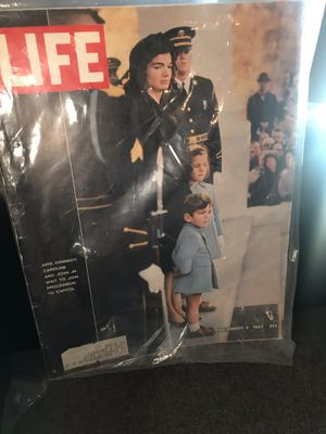 Collectibles, Life, Magazine, Kennedy, Jackie, toys,apple for Sale in Avondale, AZ