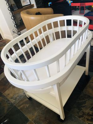 Photo Pottery Barn Baby Bassinet w/ mattress pad