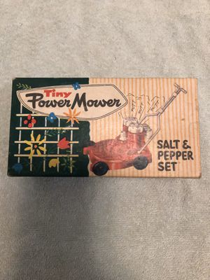 Photo Vintage salt and pepper shaker