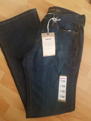 Levis Womens 422 Low Bootcut Bottillon Jeans 11M for Sale in San Diego, CA