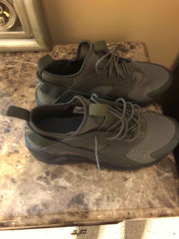 pretty nice 11710 a5805 Army green/Black Nike Huaraches - Men's 9.5 for Sale in Durham, NC - OfferUp
