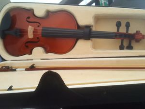 Beginners Violin. Very lightly used. One string missing. for Sale in Poinciana, FL