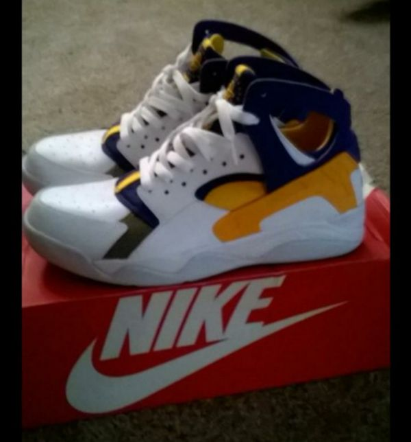 08f0bf68f9d NIKE AIR FLIGHT HUARACHE 12... Kobe Bryant first shoe with nike. If you re  a Lakers fan you must have these.