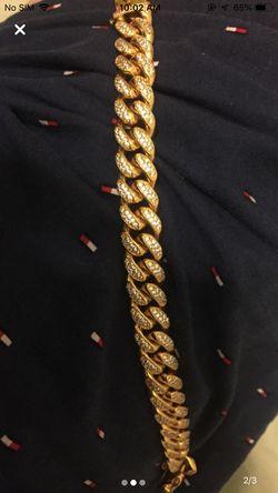Gold Cuban link bracelet Thumbnail
