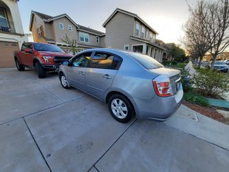 2010 Nissan Sentra Thumbnail