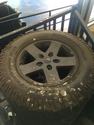 Jeep rims 17 with big Mud Tarrain tires set of 4 for Sale in Bronx, NY