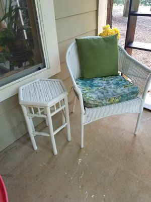White wicker patio chair and side table for Sale in Apex, NC