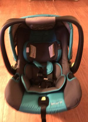 Intrust 35 infant 2 n 1 carrier/car seat by ingenuity with adjustable head support and base for Sale in Ashland, VA