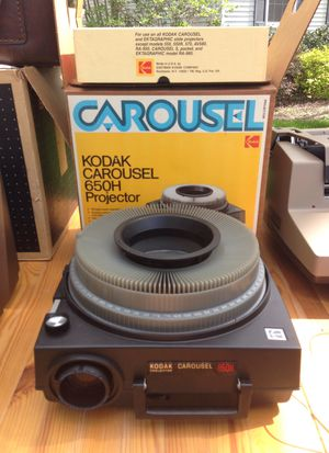Kodak Carousel 650H Projector with 140 Carousel Transvue slide tray for Sale in Fairfax, VA