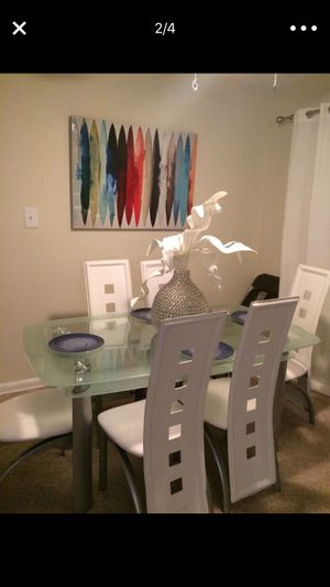 Dining room table for Sale in Fort Belvoir, VA