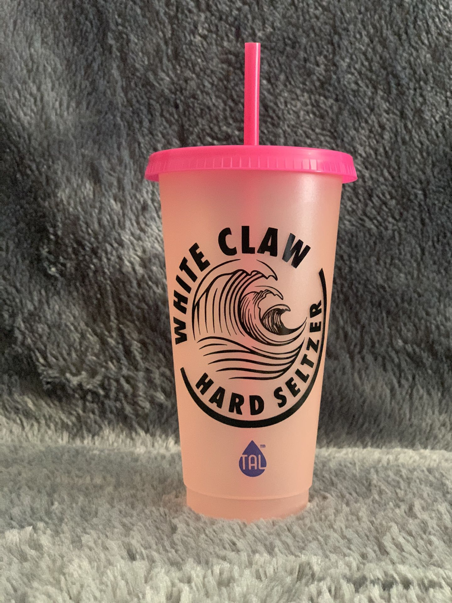 White claw color changing cup