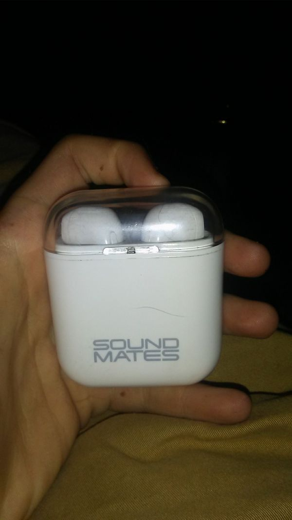 Tzumi Sound Mates Airpods works for Android and apple used 5 times both of  them work and charges in case for Sale in Mesa, AZ - OfferUp