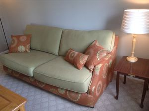 Couch, coffee table, lamps, and side table for Sale in Lynchburg, VA