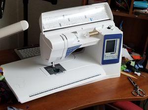 Husqvarna Viking Sapphire 965q Sewing Machine for Sale in Clermont, FL