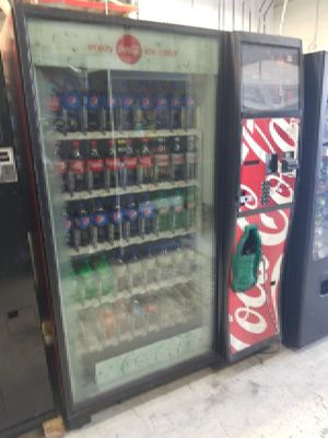 Coke vending machine fully working for Sale in Washington, DC