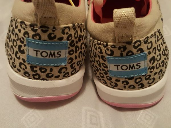 077c050caa2 Brand New Women s TOMS shoes for Sale in Montclair