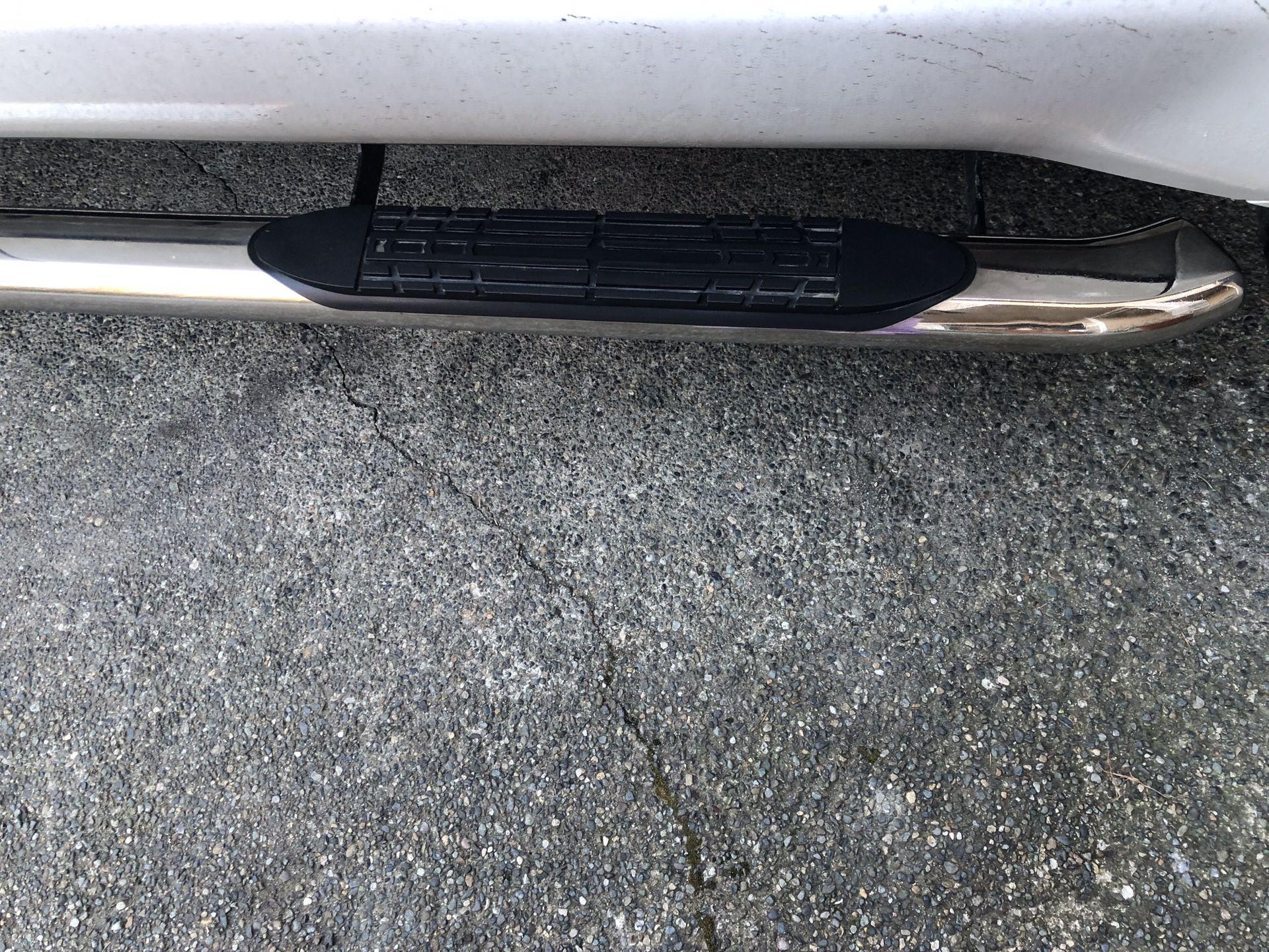 Step rail/Step bar brand new - Toyota Tundra 2017