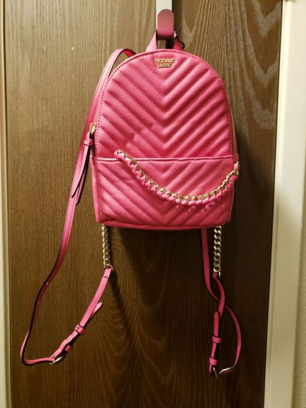 ffffda5d0164a Victoria's Secret Pebbled V-Quilt Backpack for Sale in Atwater, CA - OfferUp