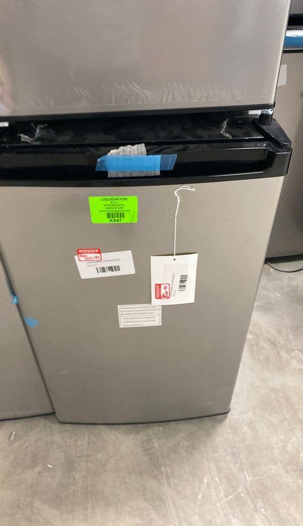 Frigidaire FFPA4422UM mini fridge ‼️‼️‼️ P4