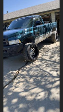 D255 Fuel Rims and Nitto Tires Thumbnail