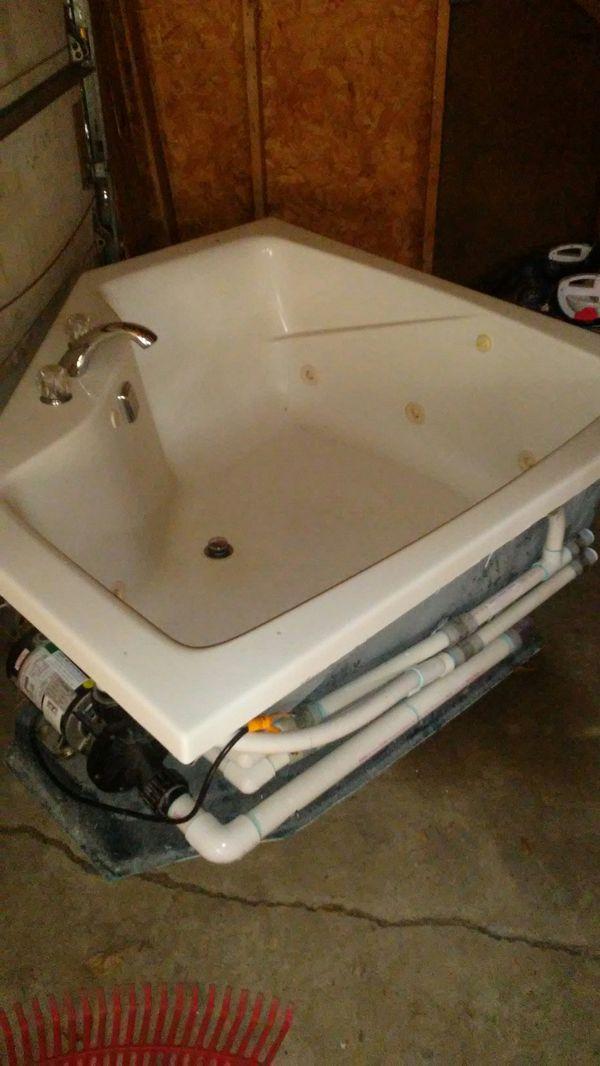 Aker swirl bath 8 jet jacuzzi for Sale in Auburn, IN - OfferUp