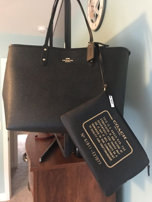 6faa2efc504a Brand New Coach Reversible City Tote- In Natural Black includes Canvas  Leather travel zip bag.