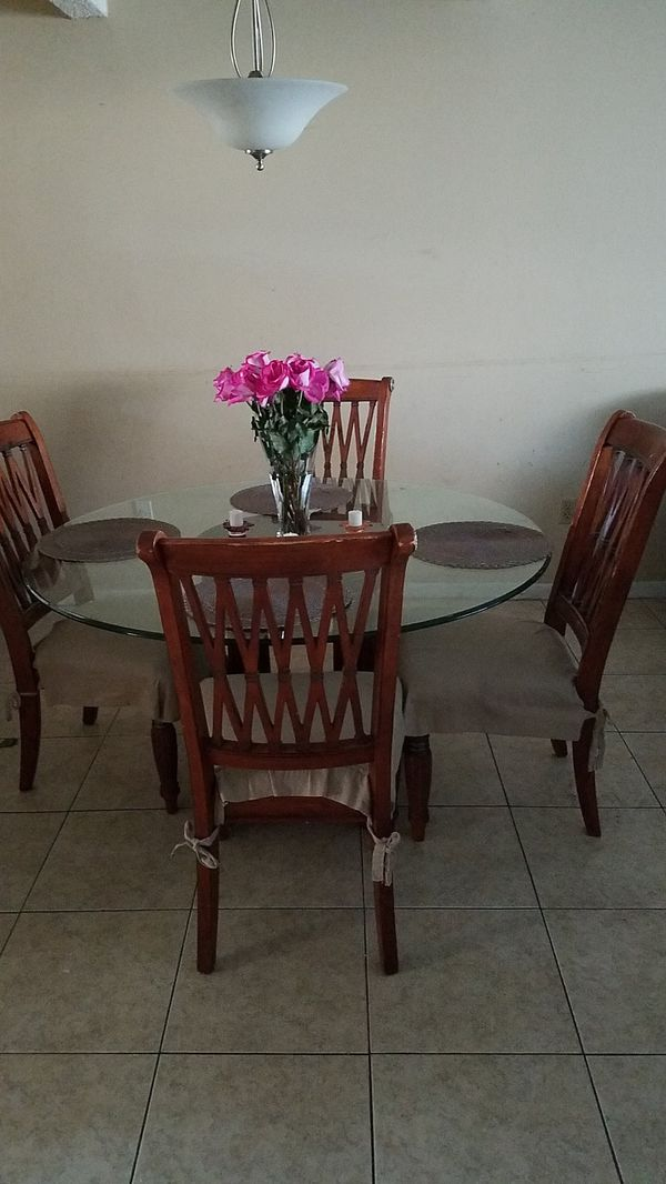 Dining Table And 4 Cushion Chairs All Solid Wood Round