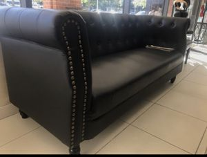 Nice leather couch for Sale in District Heights, MD