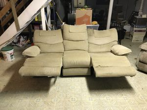 La-Z-Boy Brown 3 Seat Dual Recliner Couch Sofa for Sale in Silver Spring, MD