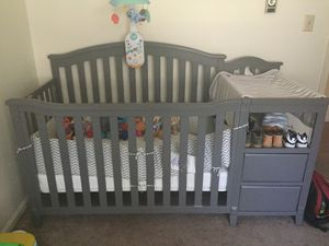Convertible crib with changing table, mattress, bumper, and mobile for Sale in Martinsburg, WV