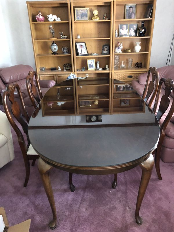 Basista Queen Anne Dining Table China Cabinet Buffet For In Strongsville Oh Offerup
