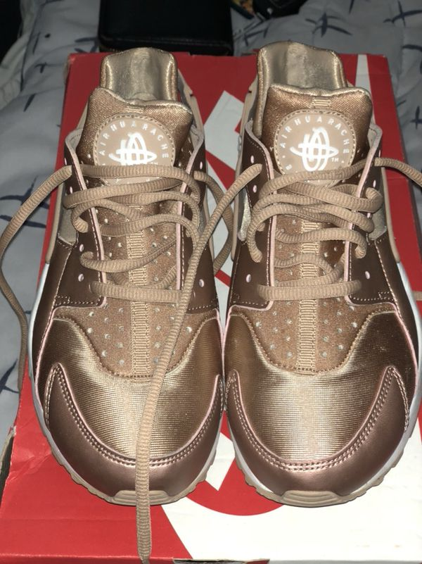 278db27b2def Rose Gold Nike Air Huarache SE size 6 for Sale in Milpitas