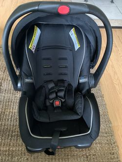 Graco Infant Car Seat and Base Thumbnail